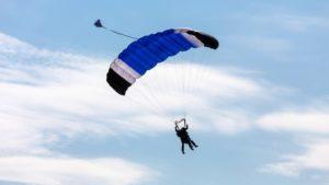 Фото: полёт парашютистов в тандеме