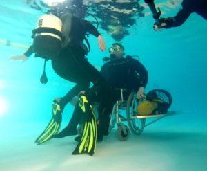 Фото: Инвалидная коляска для дайвинга. Описание по ссылке