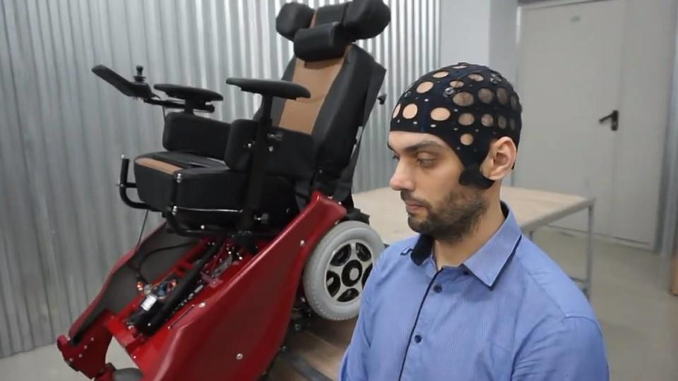 Фото: Коляска-вездеход с нейроуправлением
